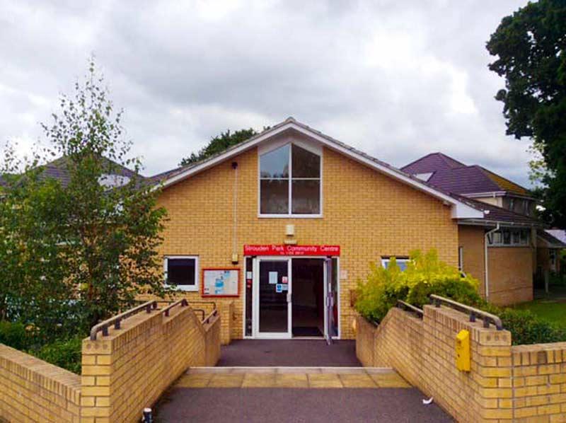 Школа была открыта в октябре 2013 года, как логическое продолжение русскоговорящей группы для детей и родителей при детском центре в Пуле, которая существует с 2008 года.